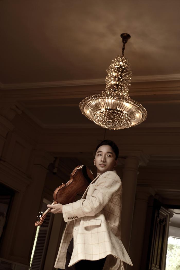 Để ra đời Trò chuyện, Hoàng Rob cùng các nghệ sĩ tham gia đã có khoảng thời gian không hề trải hoa hồng.