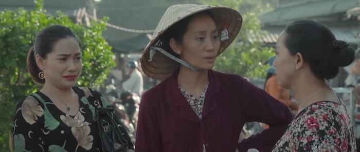 Bà Tám (NSƯT Hạnh Thúy) bất bình thay cho Nương (Oanh Kiều)