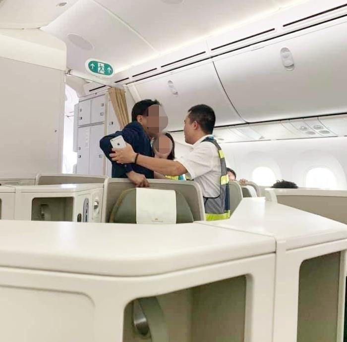 Nam hành khách bị tố có hành vi sàm sỡ cô gái trên chuyến bay.