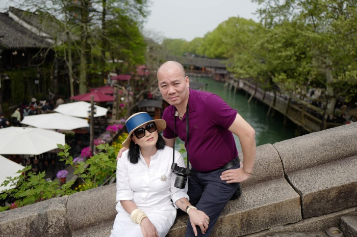 Cô Văn Thuỳ Dương và người chồng thứ hai của mình.