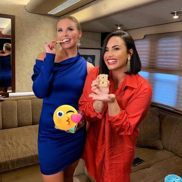 Bức ảnh hậu trường được Demi Lovato chia sẻ trên trang cá nhân.
