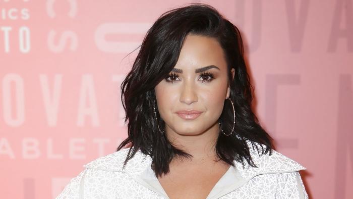 Liệu Demi Lovato sẽ đánh úp người hâm mộ với sản phẩm âm nhạc mới?