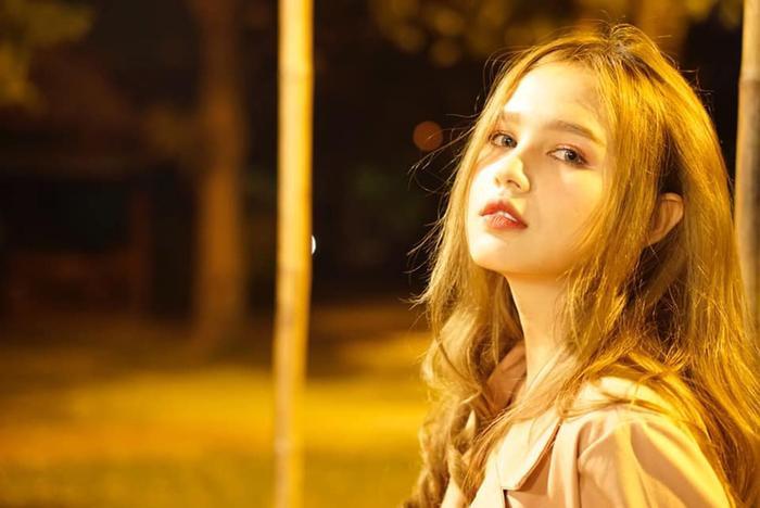 Thuỳ Trang từng vướng vào các tin đồn PTTM vì mũi quá cao và mắt quá sâu. Nhưng cô gay gắt phủ nhận và khẳng định vẻ đẹp của mình là được di truyền từ bố mẹ.