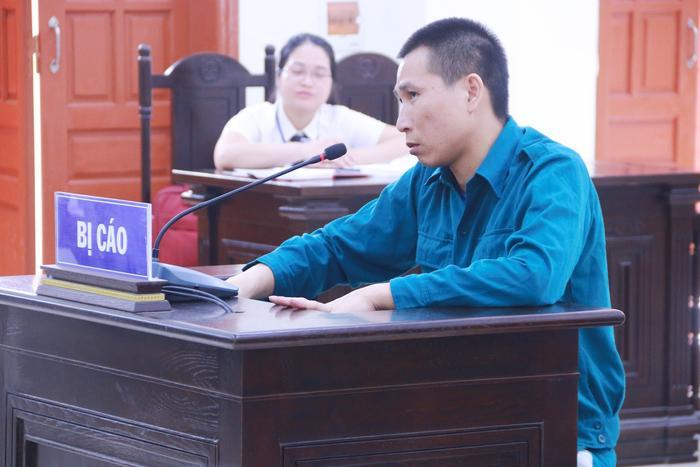 Bị cáo Phạm Văn Cửu – tên trộm đột nhập nhà dân, thãn nhiên hút xì gà rồi cuỗm vàng. (Ảnh: VNN).