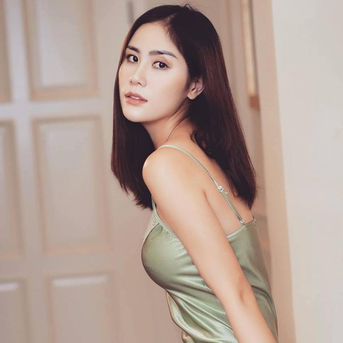 Ngoài làm người mẫu, Hoàng Hạnh đang học diễn xuất và thanh nhạc, cô muốn thử sức với cả lĩnh vực ca nhạc lẫn điện ảnh.