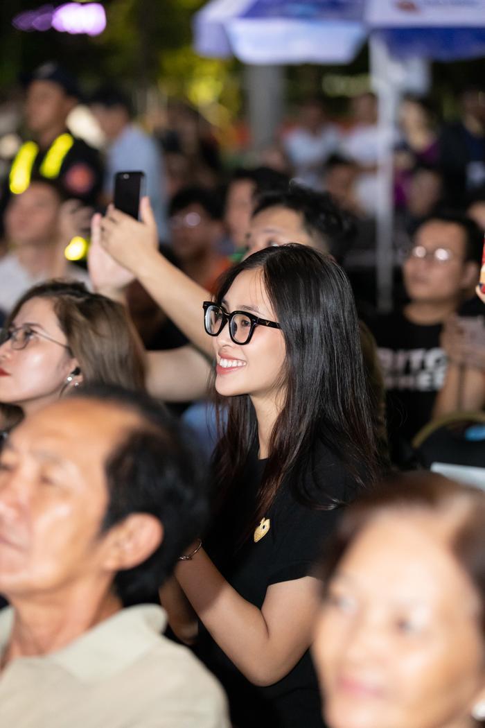 Cận cảnh gương mặt hoàn hảo, không tì vết của đương kim Hoa hậu Việt Nam.
