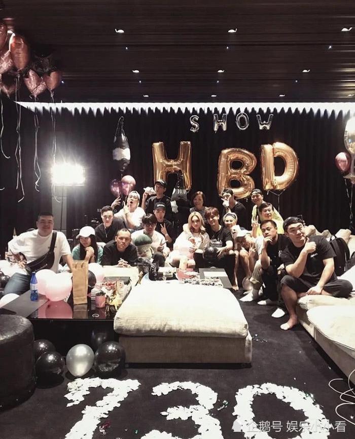 La Chí Tường hạnh phúc khi được bạn gái tổ chức sinh nhật ảnh 2
