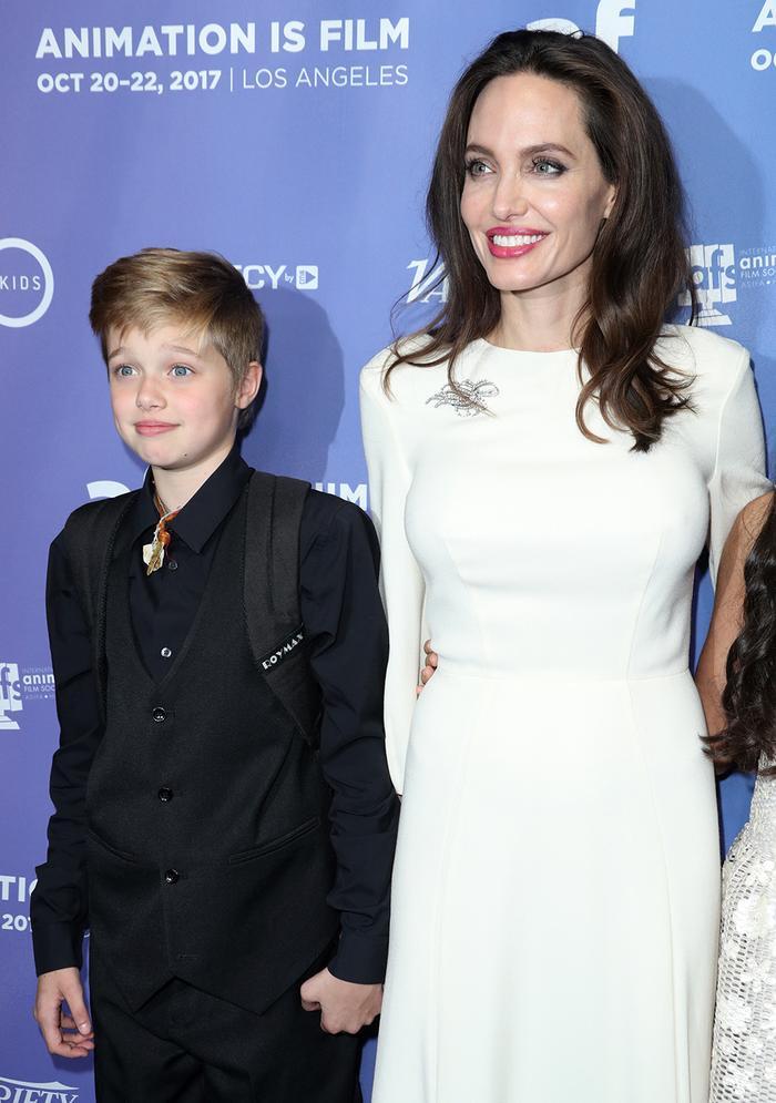 Nhưng khi bắt đầu lớn và có nhận thức hơn về bản thân thì Shiloh Jolie Pitt đã tự định hướng cho mình và trung thành với phong cách thời trang tomboy đến bây giờ