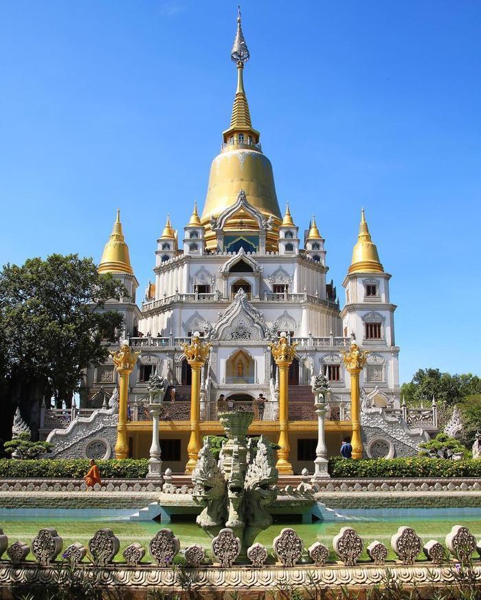 Chùa Bửu Long được xây dựng với kiến trúc độc đáo của xứ sở chùa vàng. (Ảnh: IG/andrew_tran_blur)