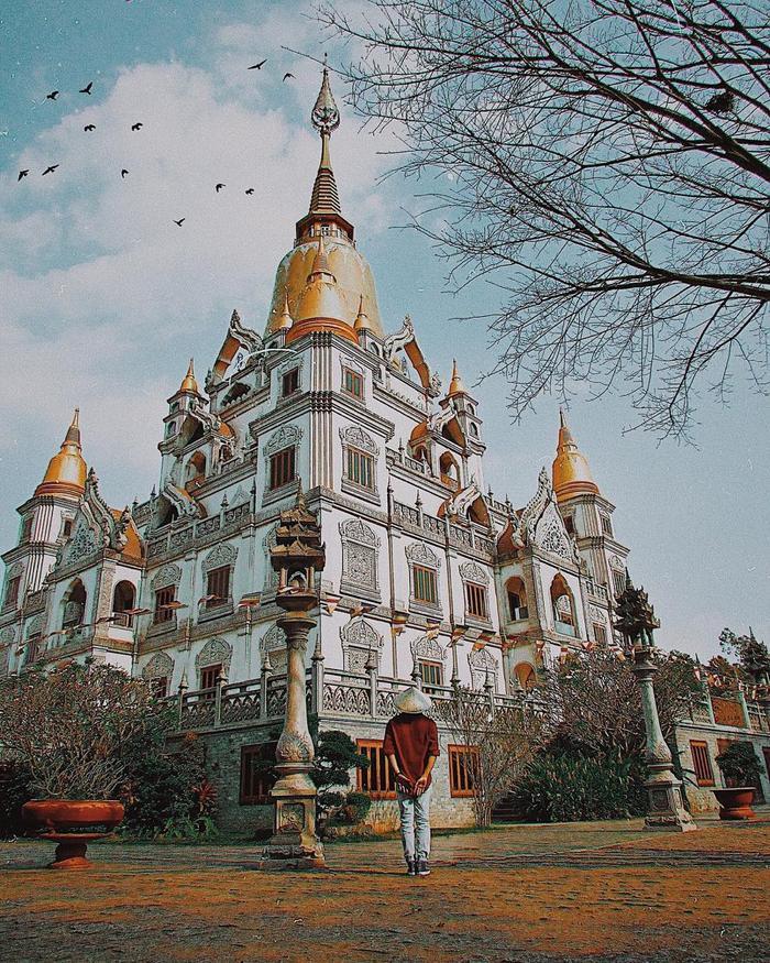 Chùa Bửu Long là địa điểm du lịch tâm linh nổi tiếng tại TP HCM. (Ảnh: IG/kin_autt)