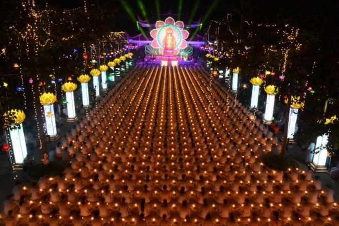 Vào các dịp lễ Tết và đặc biệt là trong ngày Vu Lan báo hiếu, hàng nghìn Phật tử từ khắp nơi đổ về đây. (Ảnh: daophatngaynay)
