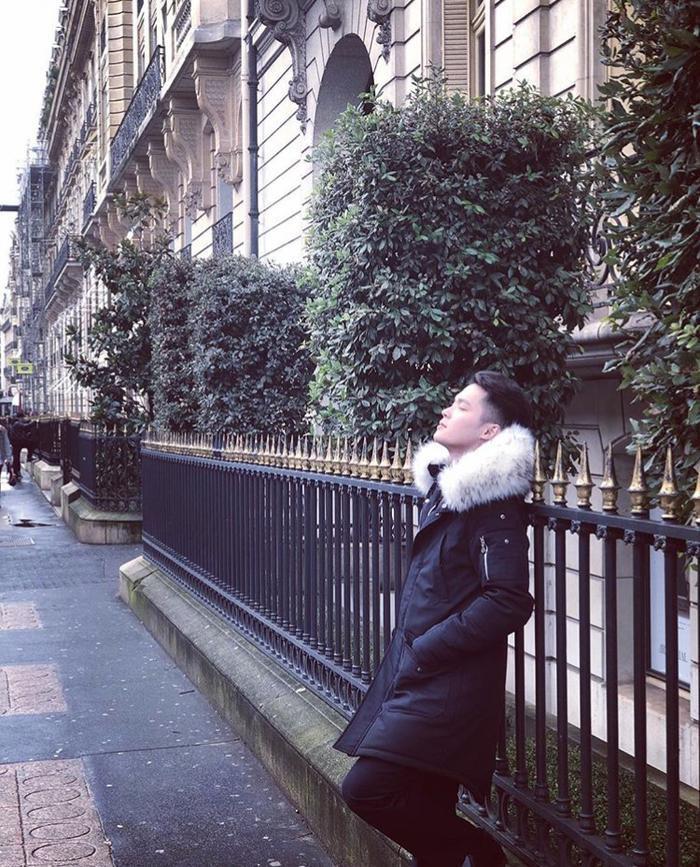 Trên trang cá nhân, Quốc Huy cũng rất chăm chỉ chia sẻ ảnh đi du lịch của mình