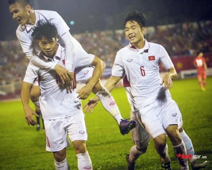 Tiền vệ Xuân Trường ghi bàn từ chấm đá phạt thành công nhiều hơn so với Quang Hải.