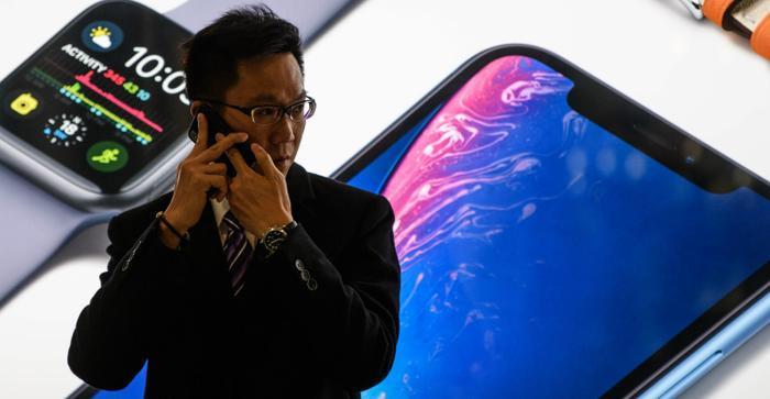 Mỹ sẽ bắt đầu áp thuế 10% đối với iPhone, iPad và các thiết bị khác nhập khẩu từ Trung Quốc.