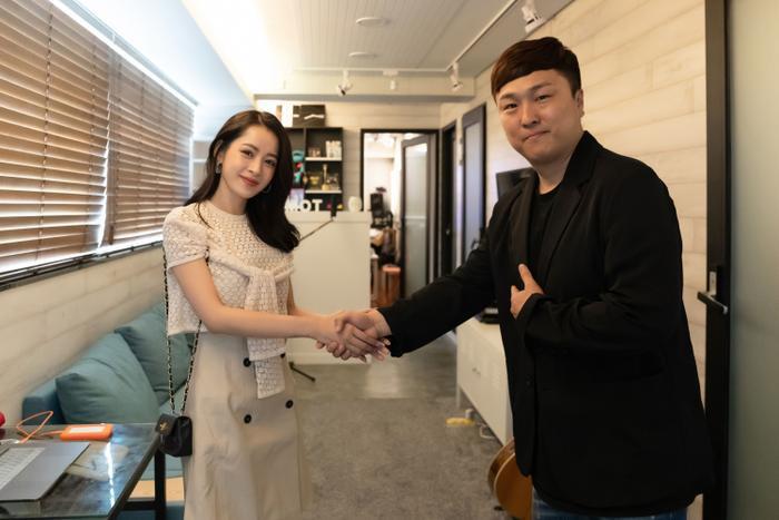 Chi Pu có màn hợp tác với nhạc sĩ Park Jeong Wook nổi tiếng của Kpop trong sản phẩm lần này.