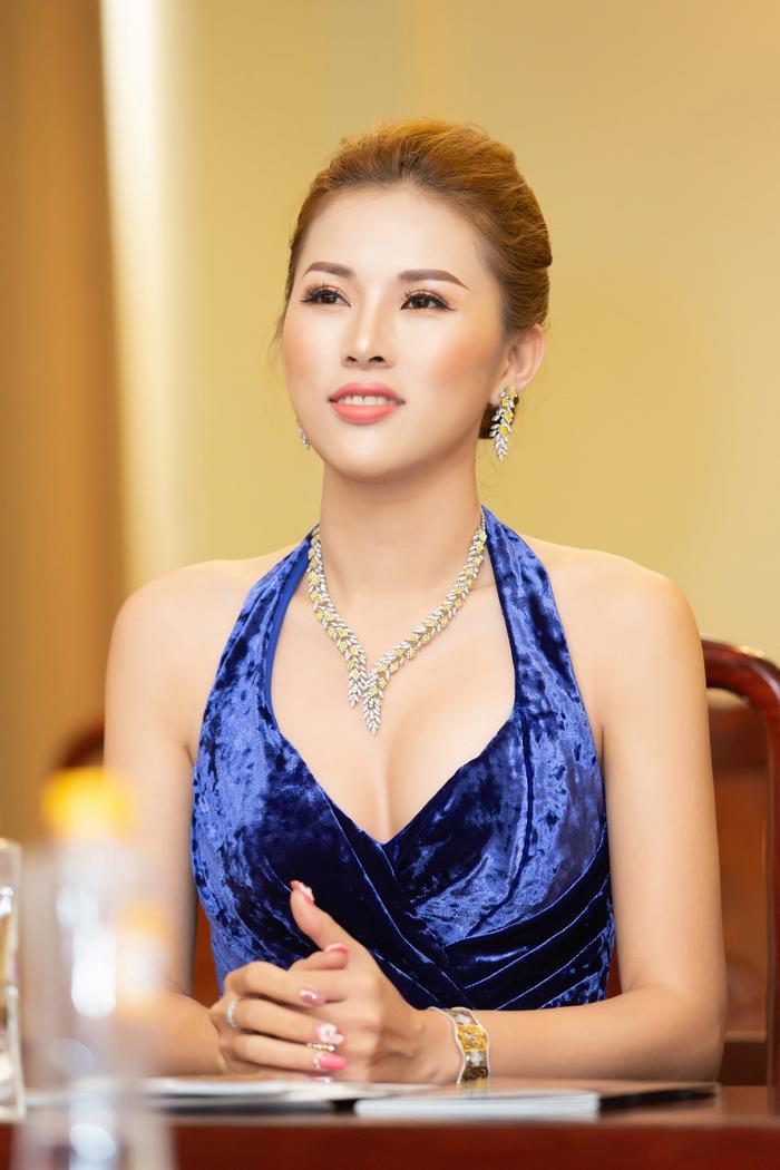 'Phu nhân' của 'Thái sư Trần Thủ Độ' gây choáng khi đeo trang sức 2,5 tỷ đồng đi sự kiện