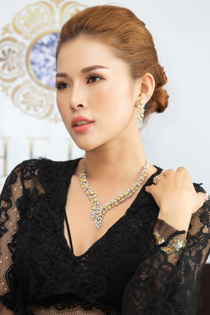 Kim Yến xuất thân là người mẫu, từng chinh chiến ở các đấu trường nhan sắc trong nước và giành được những vị trí nhất định như: Top 10 và Thí sinh được yêu thích nhất Nữ hoàng Trang sức 2012; Á khôi 1 Người đẹp Tỏa sáng và Miss Bikini, Hoa hậu Đại dương 2014