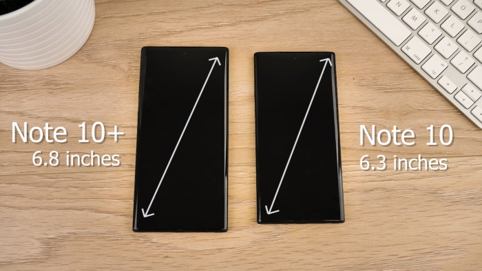 """Về màn hình, Galaxy Note 10 sở hữu kích thước 6,3 inch, nhỏ hơn so với phiên bản tiền nhiệm Galaxy Note 9 (6.4 inch). Trong khi đó, Galaxy Note 10+ lại có màn hình """"siêu to khổng lồ"""" 6,8 inch."""