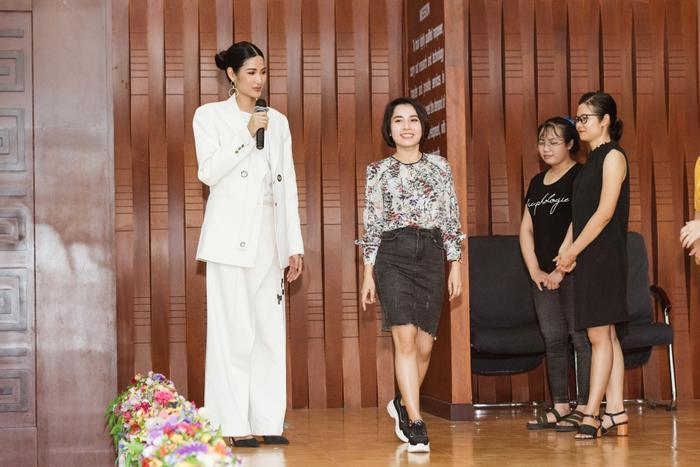 Hoàng Thùy tâm huyết với dự án WE mang đến Miss Universe: Làm gì khi bị chê bai nhan sắc? ảnh 1