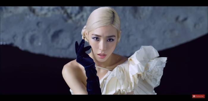 Tiffany hóa thân thành nữ thần ánh trăng trong MV mới.