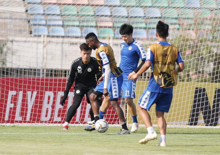 Thủ môn Bùi Tiến Dũng từng lọt vào top 4 thủ môn hay nhất V.League 2018.