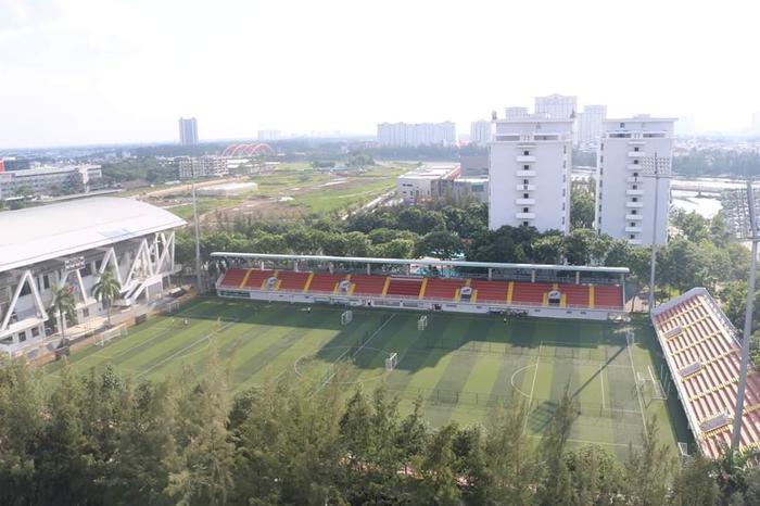 Sân vận động của trường ĐH Tôn Đức Thắng được đánh giá là một trong những sân vận động trực thuộc sự quản lý của trường đại học có quy mô bậc nhất Việt Nam hiện nay