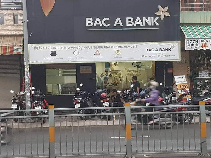 Ngân hàng nơi Rin dùng súng cướp tài sản. Ảnh: SGGP.