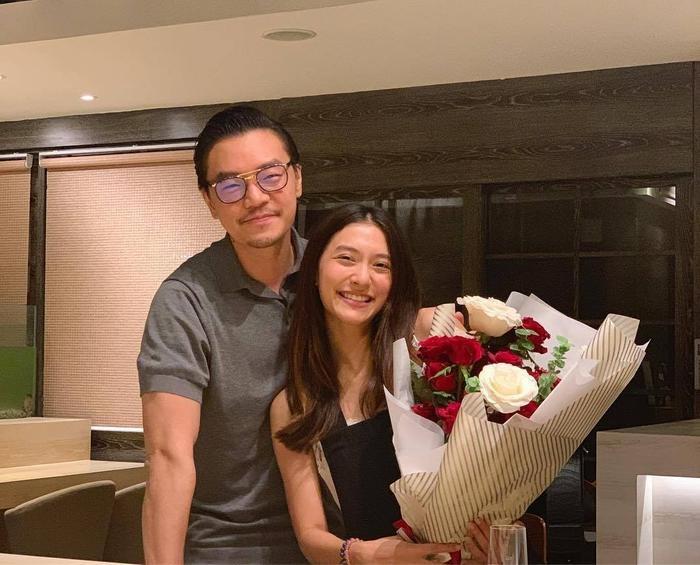 Trở về từ nước ngoài, hội bạn thân của Mew Nittha đã nhanh chóng tổ chức buổi ăn mừng nàng sắp lấy chồng