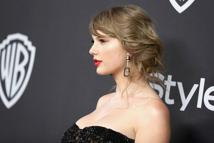 Trước đó có thông tin cho rằng Kayne West và Justin Bieber đang âm thầm bắt tay để hạ bệ Taylor Swift.