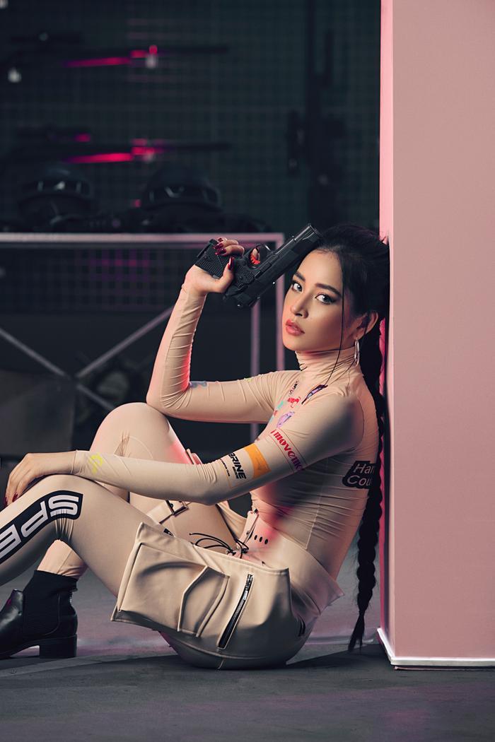 Chi Pu lần 2 trổ tài đọc rap, hóa hình tượng nữ quyền mạnh mẽ trong MV trở lại Em nói anh rồi ảnh 4