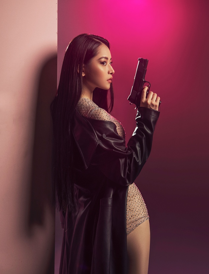 Chi Pu hóa hình tượng nữ quyền vừa mạnh mẽ, vừa quyến rũ trong MV mới.