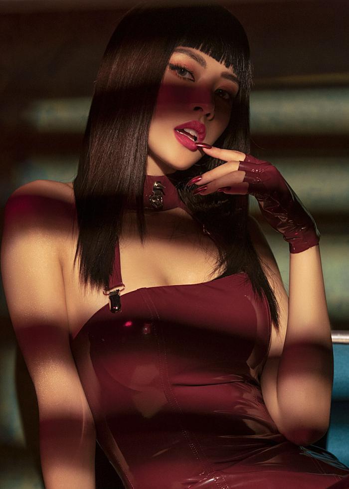 Chi Pu lần 2 trổ tài đọc rap, hóa hình tượng nữ quyền mạnh mẽ trong MV trở lại 'Em nói anh rồi'.