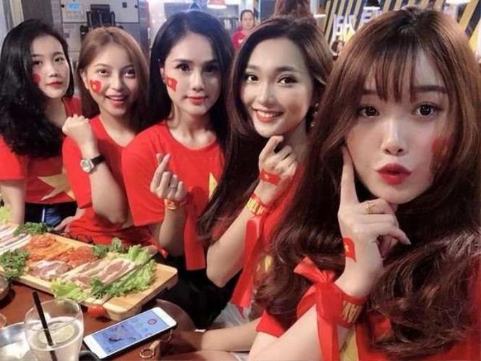 Bức ảnh hội tụ dàn WAGs đình đám của đội tuyển bóng đá Việt Nam từng gây bão mạng xã hội.