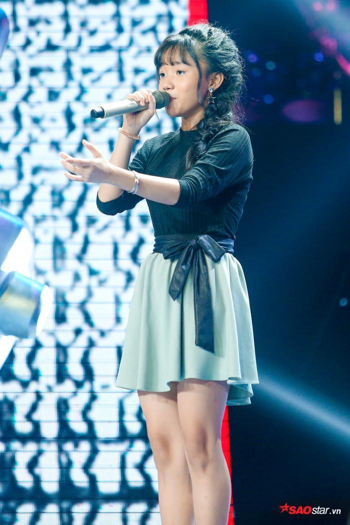Lương Trương Quỳnh Anh mang đến ca khúc Điệu Buồn Phương Nam trong vòng Giấu mặt làm xao xuyến bao khán giả.