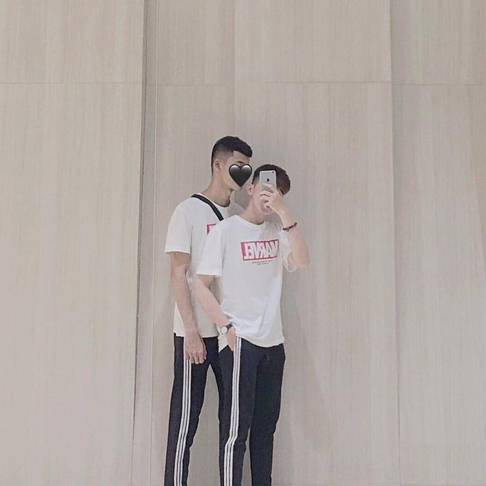 Clip nam sinh Việt được bạn trai hôn giữa sân trường rồi e thẹn đẩy ra khiến toàn bộ hủ nữ sôi sục! ảnh 3
