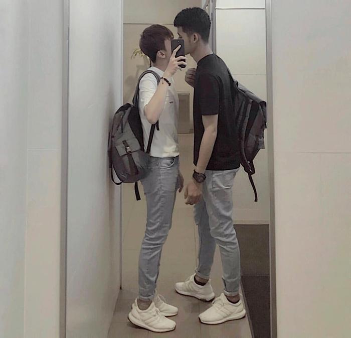 Clip nam sinh Việt được bạn trai hôn giữa sân trường rồi e thẹn đẩy ra khiến toàn bộ hủ nữ sôi sục! ảnh 4