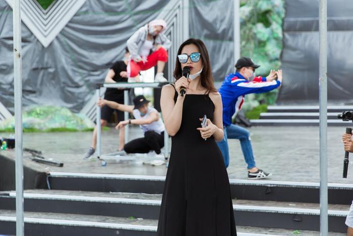 Dù chưa tiết lộ sẽ trình diễn ca khúc nào nhưng tiết mục của Đông Nhi hứa hẹn sẽ tạo nên không khí vô cùng đặc biệt cho khán giả.