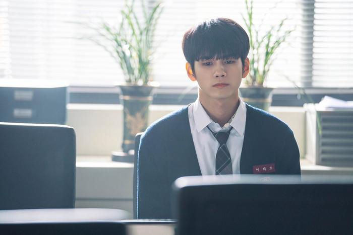 Nỗi cô đơn ngaỳ một lớn, Joon Woo không thể nói rõ được lý do thực sự.
