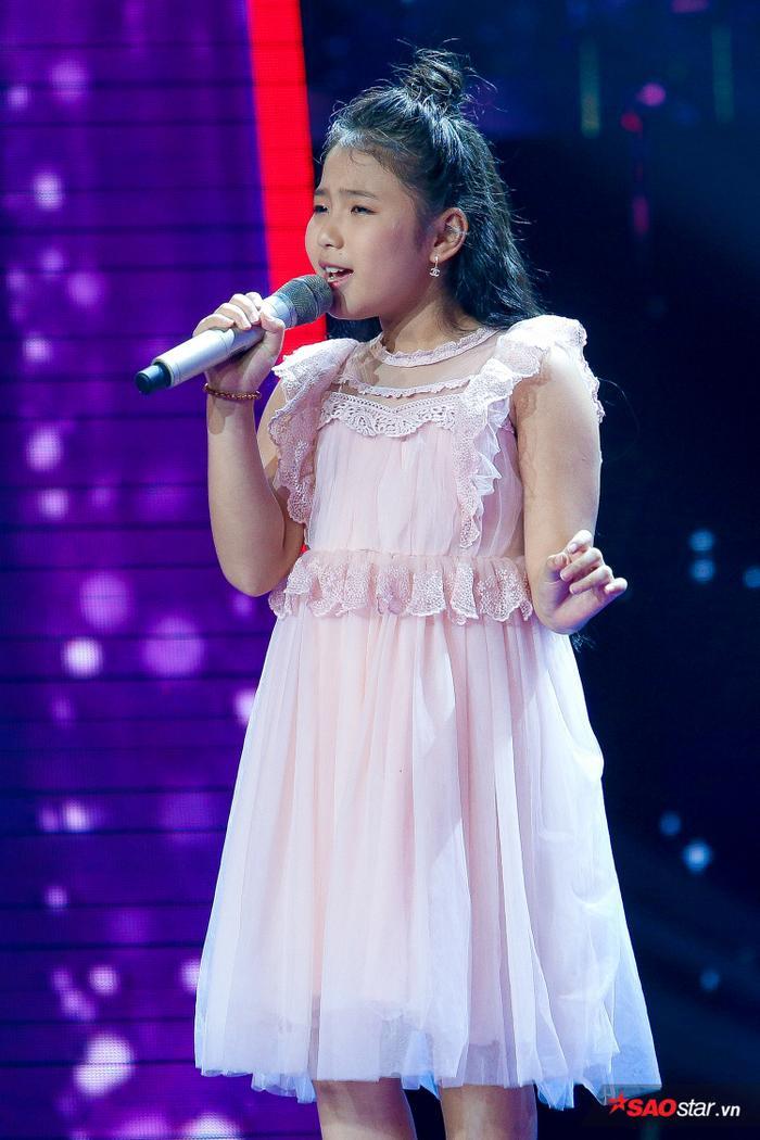 Tặng gấu bông khổng lồ cho học trò Hương Giang  Khánh Vy, Dương Khắc Linh lỗ nặng tại The Voice Kids 2019 ảnh 4