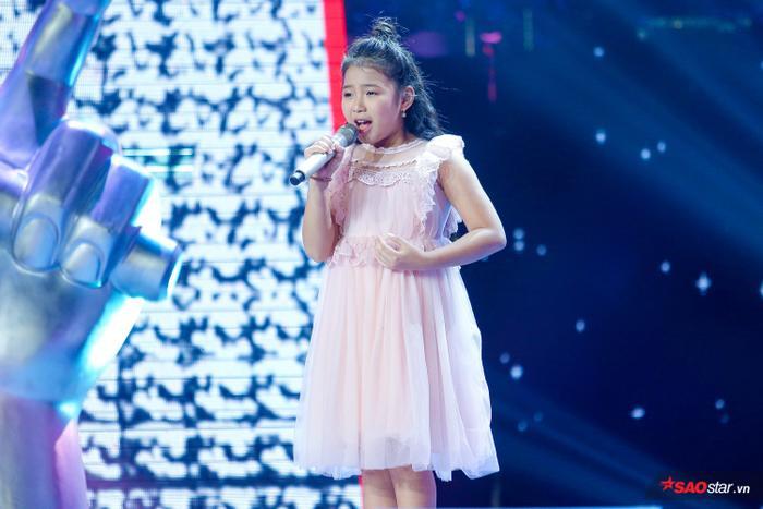 Tặng gấu bông khổng lồ cho học trò Hương Giang  Khánh Vy, Dương Khắc Linh lỗ nặng tại The Voice Kids 2019 ảnh 3