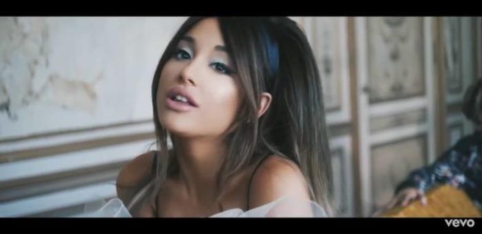 Fan ngỡ ngàng vì single Boyfriend 'chính hiệu' của Ariana Grande được bày bán với giá… 'bèo' không ngờ