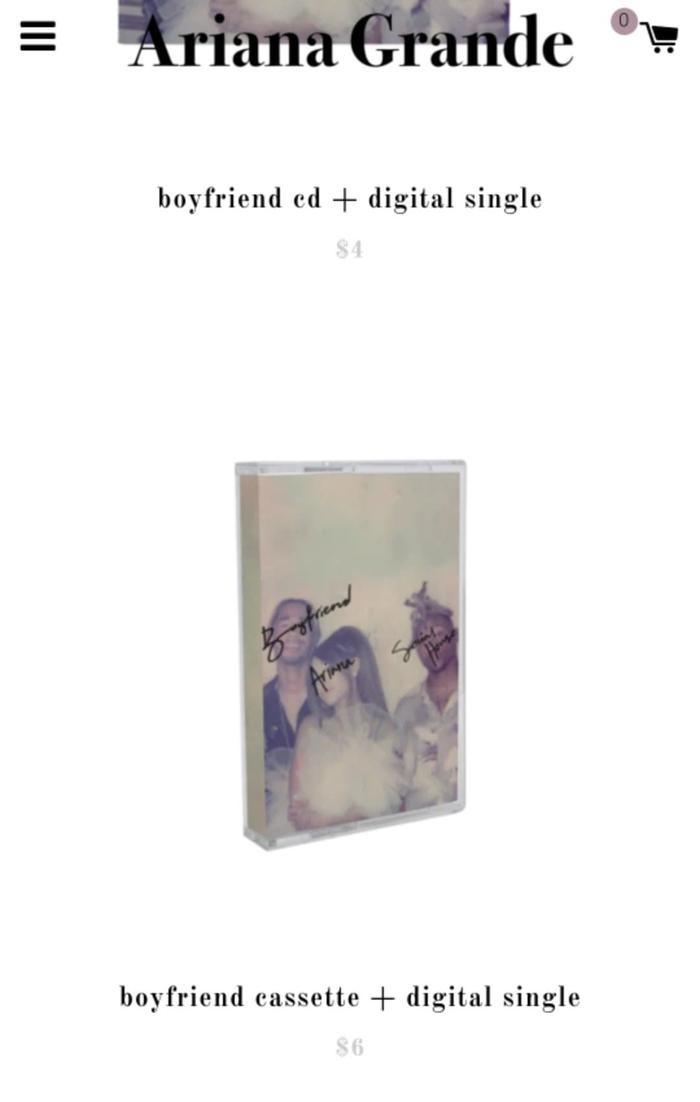 Combo băng cassette và nhạc số có giá bán là 6 USD.