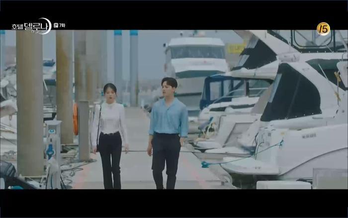 Chan Sung đưa Man Wol đi mua du thuyền.