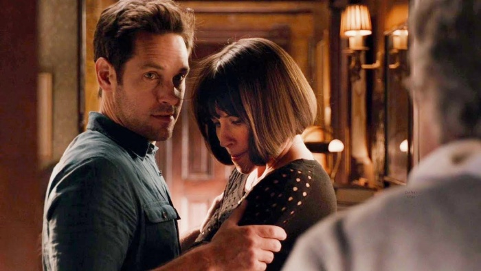 Scott và Hope có một mối tình gượng gạo trên màn ảnh rộng.