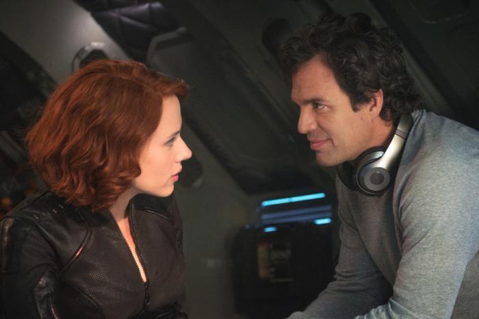 Khán giả khó tìm được sự tương tác yêu đương giữa Natasha và Bruce.