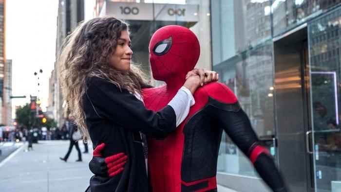 """Cặp đôi """"gà bông"""" Peter Parker và MJ."""