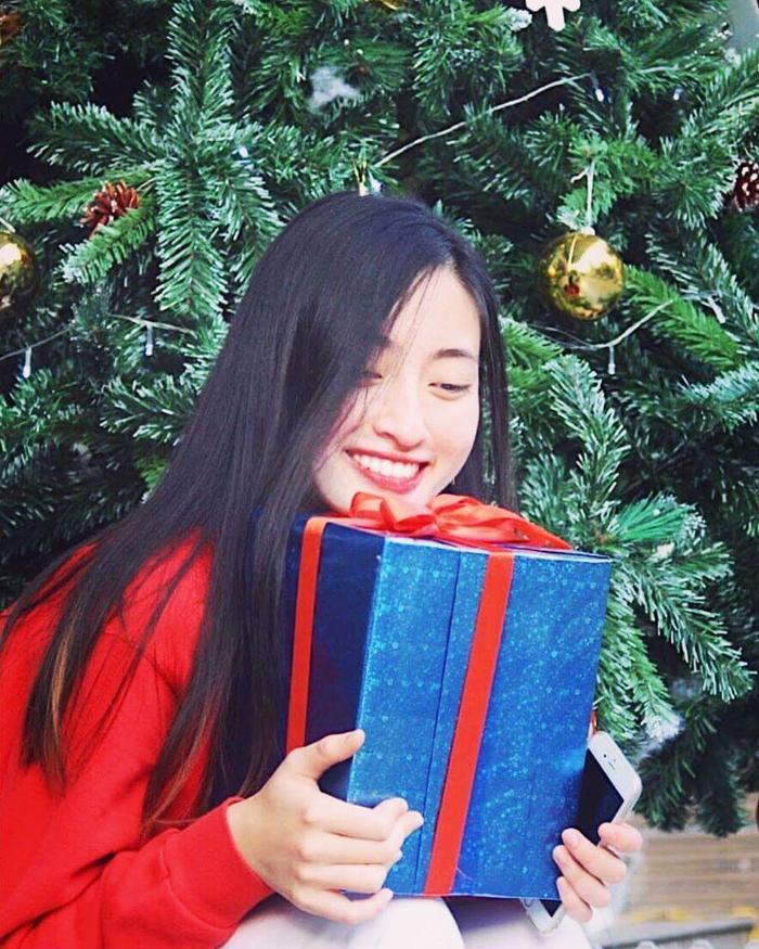 Nụ cười rạng rỡ, tươi tắn… tuy nhiên nhiều ý kiến cho rằng, nàng hậu nên niềng răng để có được vẻ ngoài hoàn hảo nhất cho cuộc thi lớn sắp tới.