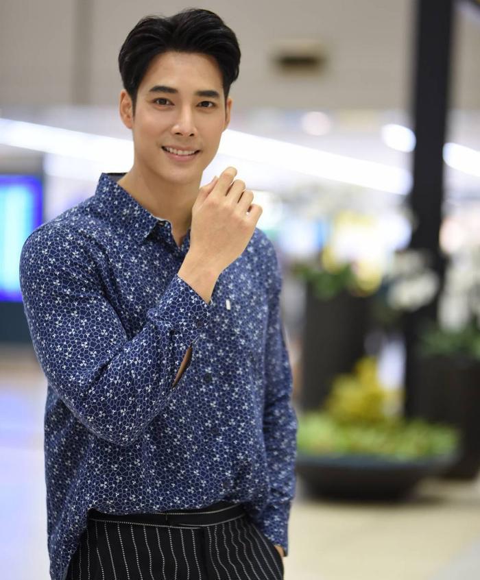 Soái ca mới của đài 3 Denkhun Ngamnet, anh chàng sinh năm 1995. Anh gia nhập làng giải trí từ năm 2014