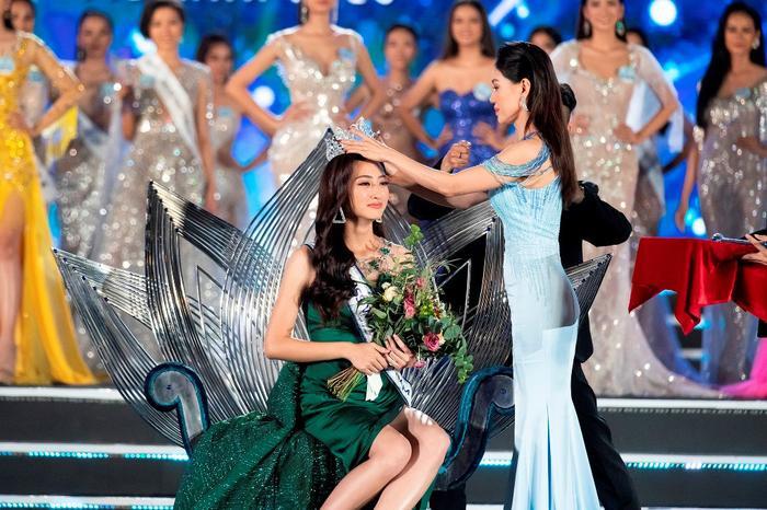 Thùy Linh nổi trội về nhan sắc, lấn át Hoa hậu Thái Lan về điều này tại Miss World 2019! ảnh 12