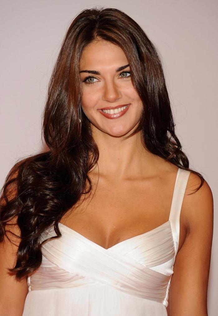 Cô nàng đăng quang khi mới 17 tuổi nên chưa đủ kinh nghiệm để dự thi Hoa hậu Thế giới năm đó. Người đẹp mang cả dòng máu Argentina này đã tham gia Hoa hậu Hoàn vũ 1999 và lọt vào top 10 người đẹp nhất.